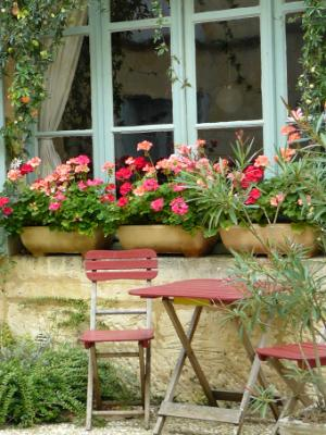 Table and chairs with pots France
