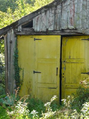 Yellow barn door France