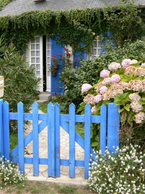 Blue door Ile de Brehat