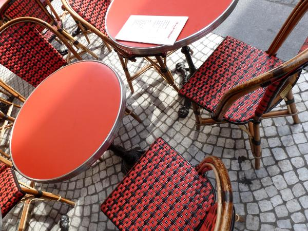Red table Paris